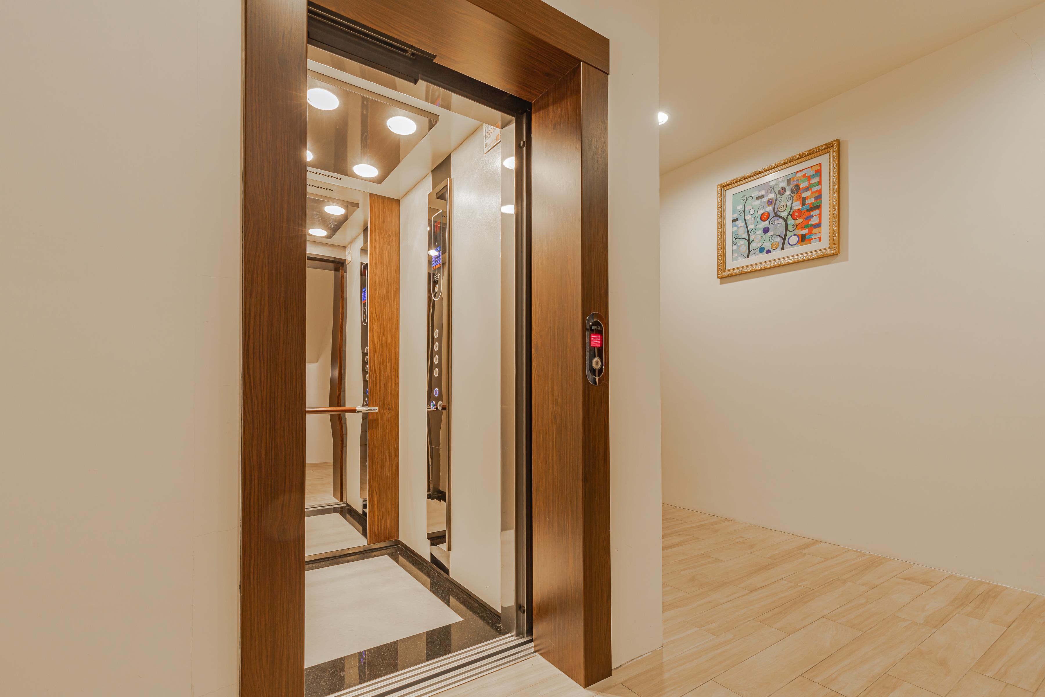 京讚電梯-2.jpg